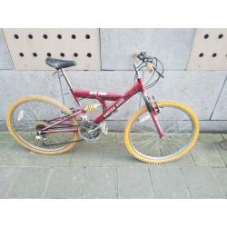 Red mountainbike / Rode...
